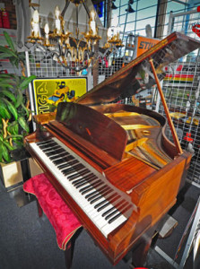 Mowers-and-more-Grand-Piano